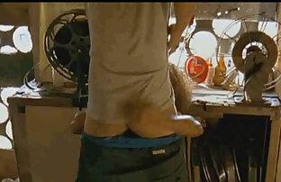 نيكي دانيلز يطرح ندف لها مع سكس فديو حيوانات فمها