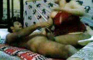 اثنين من الفتيات السحاقيات المتعة في السرير سكس كلاب بتنيك حريم
